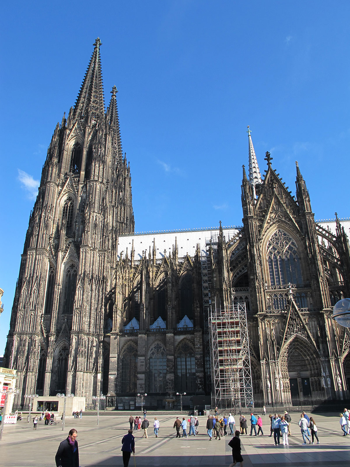 what-to-do-cologne-cathedral © Will Travel for Food