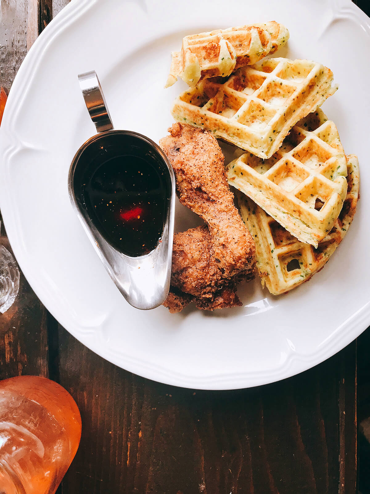 chicken-waffles-brunch-dinette-triple-crown-montreal © Will Travel for Food